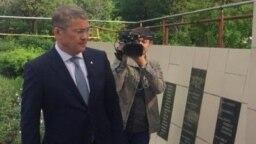 Радий Хабиров у могилы генерала Шаймуратова