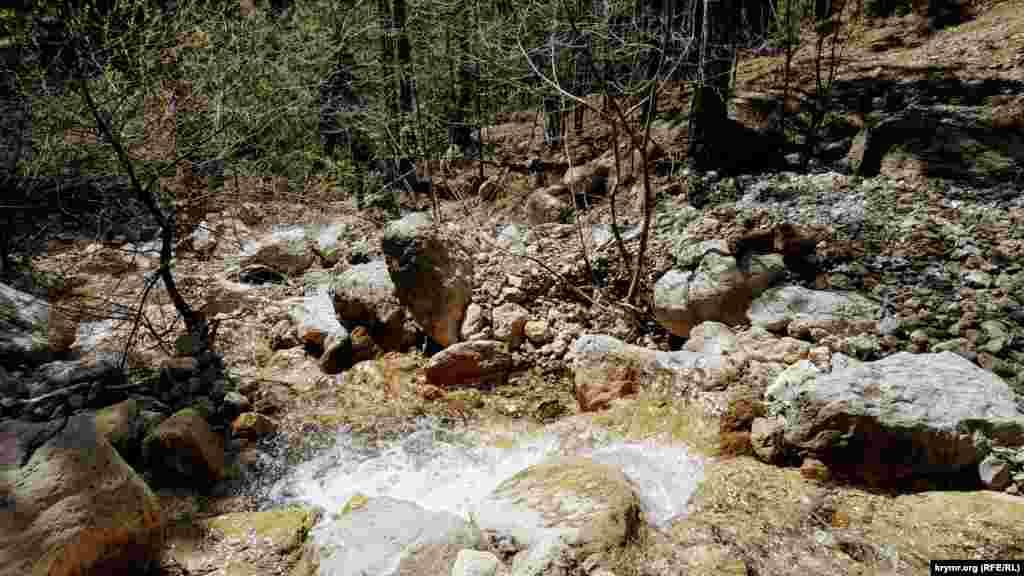 У долины реки Учан-Су можно увидеть большие и малые водопады