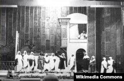 """1910-cu ildə səhnəyə qoyulmuş """"Leyli və Məcnun"""" tamaşası."""
