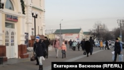 Many locals could be seen without protective masks at Khabarovsk's main train station.