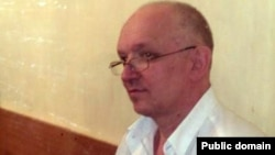 """Подсудимый лидер партии """"Алга"""" Владимир Козлов."""