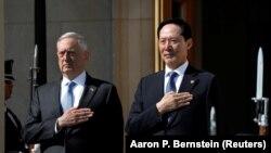 جیمز متیس (چپ) وزیر دفاع آمریکا در دیدار با همتای کره جنوبی خود.