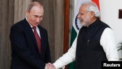Президент Росії Володимир Путін (л) і прем'єр Індії Нарендра Моді, Делі, 11 грудня 2014 року
