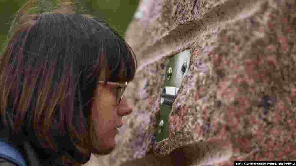 Дослідники з'ясували, на яких саме локаціях стояв автор світлини і встановили там камені