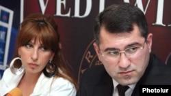 Armenia -- Zaruhi Postanjian (L) and Armen Martirosian, leaders of the opposition Zharangutyun party, hold a news confrence on 05Jun2009.