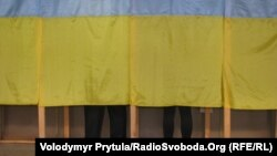 Simferopolda seçki məntəqsi. 28 oktyabr 2012