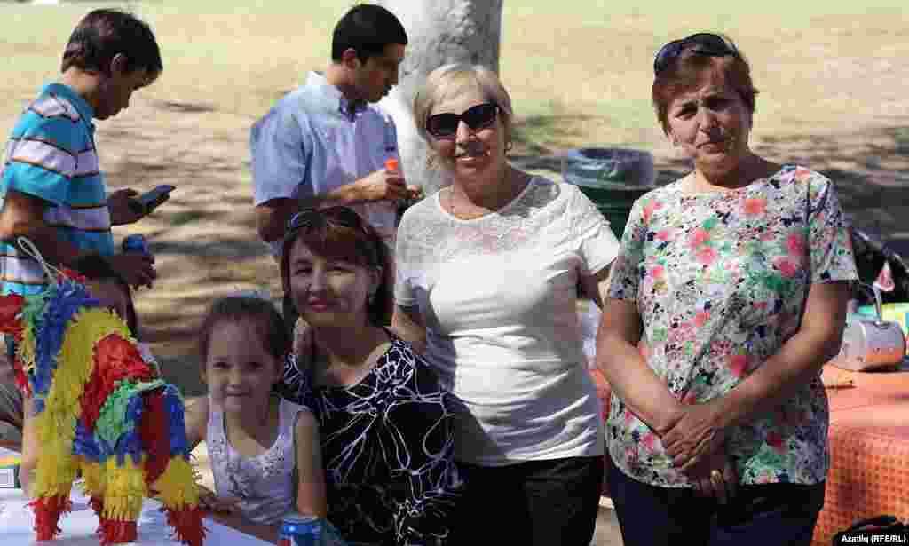 Көньяк Калифорния татарлары 5 октябрь көнне Лос Анжелесның Griffith Parkында җыелды.