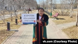 A protester against the merger of the Arkhangelsk region and the Nenets Autonomous District.