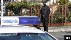 Pripadnik srpske antiterorističke jedinice tokom jednog od pretresa Mladićeve kuće u Beogradu, 2010.