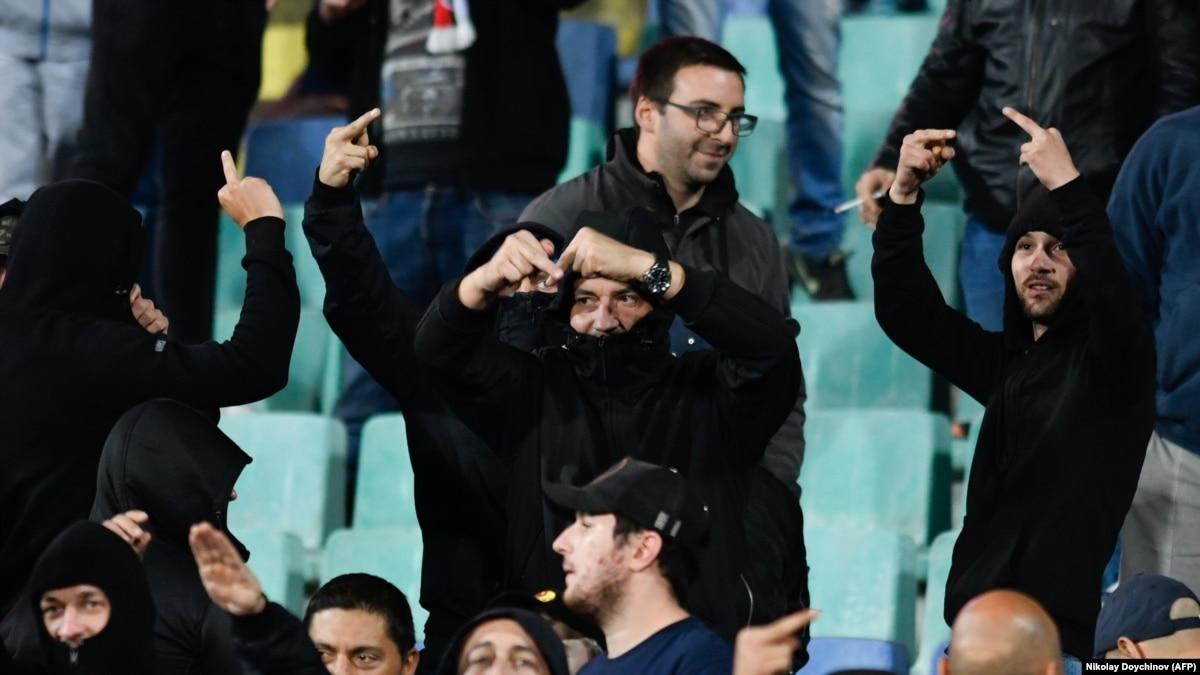 Футбол: Болгарию наказали штрафом и пустыми трибунами из-за расизма на матче против Англии