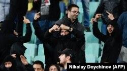 Кадри от поведението на част от присъстващите на трибуните по време на мача България-Англия обиколиха световните медии