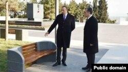 Prezident İlham Əliyev Sumqayıtda. Sumqayıtın icra başçısı Eldar Əzizovla, Yanvar, 2015