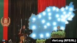 """Президент Афганистана Хамид Карзай выступает с речью в школе """"Амани"""" в Кабуле"""