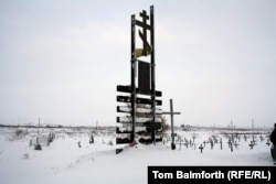 Українська меморіальна дошка на вшанування жертв ГУЛАГу у Воркуті