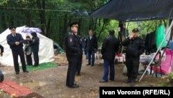 Полиция в лагере протестующих в Балашихе