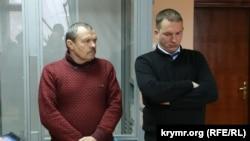 Василий Ганыш (л) и его адвокат Андрей Руденко (п)