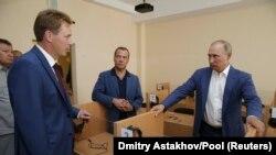 """Рускиот претседател Владимир Путин во посетата на едукативниот центар """"Бухта Казачја."""""""
