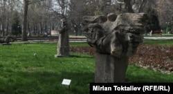 Эмен паркындагы айкелдер. Бишкек. 08.4.2013.