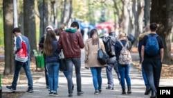Tinerii nu sunt o prioritate suficient de importantă pentru statul român, după cum au spus studenții cu care am vorbit despre cum văd ei criza din guvern și comunicarea statului cu tinerii.