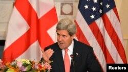 Ответа на какой вопрос ждут завтра от госсекретаря США Джона Керри в Тбилиси, легко угадать – оценят ли стремление Грузии в НАТО на Варшавском саммите альянса 8 июля