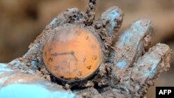 Sat pronađen na iskopavanjima jedne od masovnih grobnica u Podrinju u kojim su pronađeni ostaci ubijenih u genocidu