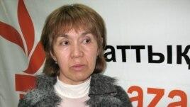 Шолпан Аблязова, двоюродная сестра Мухтара Аблязова в Бюро радио Азаттык. Алматы, апрель 2009 года.
