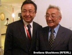 Академики Алмаз Шарман и и Торегельды Шарманов. Астана, 11 ноября 2011 года.