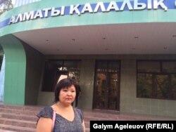 Жынысын өзгерткен бұрынғы полицейдің адвокаты Жанар Балғабаева. Алматы, 11 тамыз 2015 жыл.