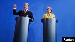 Петро Порошенко й Анґела Меркель у Берліні, 16 березня 2015 року