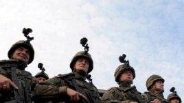 Польские солдаты на военных учениях