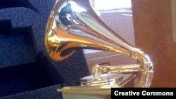 Së bashku me anëtarët e tjerë të grupit, Helm ka marrë çmimin për arritje jetësore në Grammys.