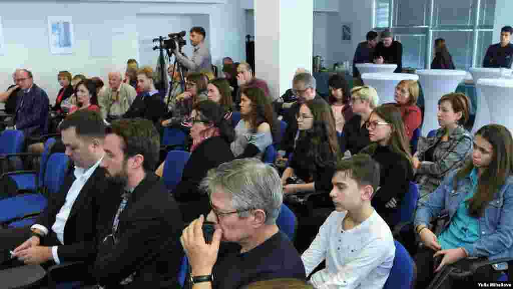 """Invitați ai Radio Europa Liberă și conferinței de bilanț al proiectului """"Antinostalgia - privind spre viitor""""."""