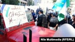 الشرطة المصرية تتصدى لمحاولة اقتحام البرلمان