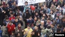 Антивладини протести во градот Саракиб во Сирија.