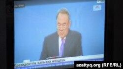 Нұрсұлтан Назарбаев халыққа арнаған кезекті жолдауын оқып отыр. 17 қаңтар 2014 жыл.