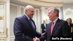Aleksandar Lukašenko i Džon Bolton u Minsku