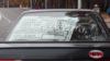У цэнтры Менску заўважылі машыну з плякатам «Гэта ня армія, гэта — г***о»