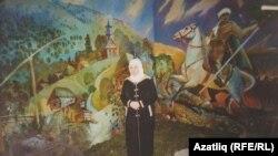 Фәүзия Бәйрәмова Башкортстанның Балтач районы, Югары Карышбаш авылы мәктәбе музеенда