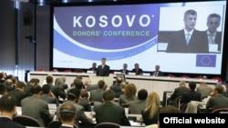 Premijer Kosova Hašim Tači prilikom obraćanja na donatorskoj konferenciji u Briselu, 11. jul 2008.