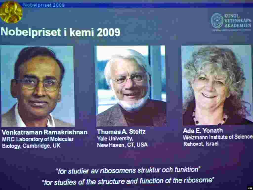 7 tetor 2009 - Fituesit e çmimit për kimi. Venkatraman Ramakrishnan, Tomas Stejc dhe izraelitja Ada Jonath fituan çmimin, për studimet e tyre mbi strukturën dhe funksionimin e ribozomeve.