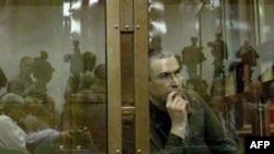 Адвокаты Ходорковского оспаривают законность наложенных на него администрацией колонии дисциплинарных взысканий, а также решение о его этапировании в Читинскую область