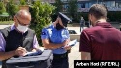 Kontrollet e inspektorëve sanitarë në Prishtinë.