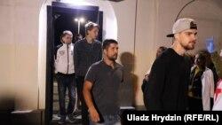 Звільнення заарештованих після протестів людей, Мінськ, 14 серпня 2020 року