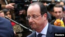به نوشته روزنامه نیویورکتایمز فرانسوا اولاند (در تصویر) هم نگرانی خود را از جریمه بیانپی پاربیا اعلام کرده است