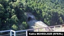 Плановый взрыв тоннеля был осуществлен в нескольких метрах от трех рабочих, которые проводили сварочные работы