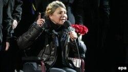Юлия Тимошенко Тәуелсіздік алаңында сөйлеп тұр. Киев, 22 ақпан 2014 жыл.