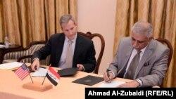 لحظة التوقيع على الاتفاق 2 ايلول 2014