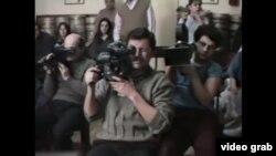 """Imagine din """"Videogramele unei revoluții"""" de Harun Farochi"""