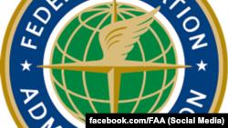 Фрагмент фото с логотипом Федерального агентства гражданской авиации США.