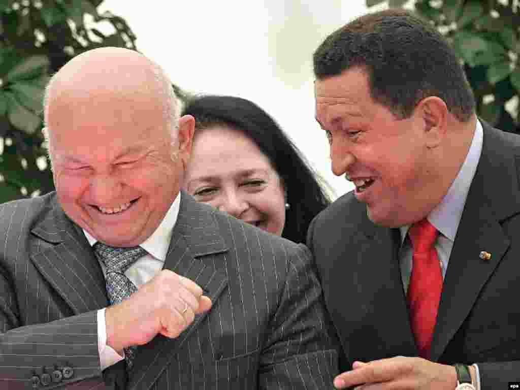 Лужков зустрічається з президентом Венесуели Уґо Чавесом у Москві 28 червня 2007 року